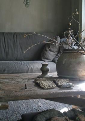 Tavolino in legno wabi-sabi