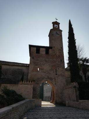Vista frontale della torre scudata di Cordovado