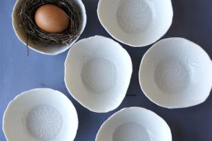 Ciotole in porcellana fatte a mano in perfetto stile wabi-sabi