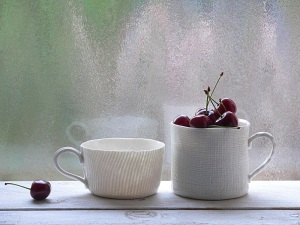 Tazza e mug in porcellana fatta a mano in stile wabi-sabi