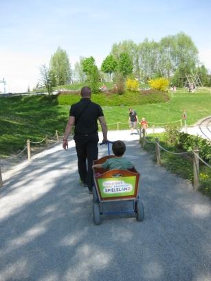 Parco divertimenti Ravensburger: carrellino porta bimbi e zaini