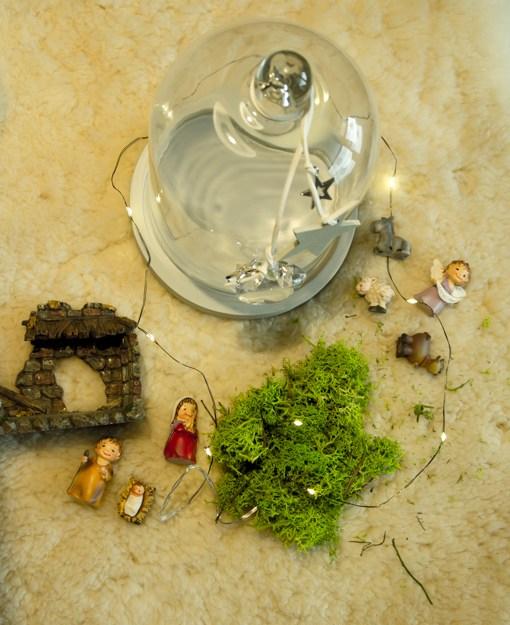 Materiale per fare il presepe nella campana di vetro