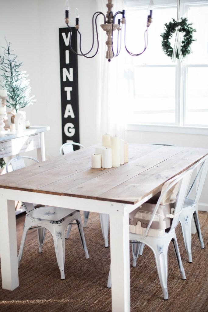 Soggiorno invernale sui toni del legno e bianco