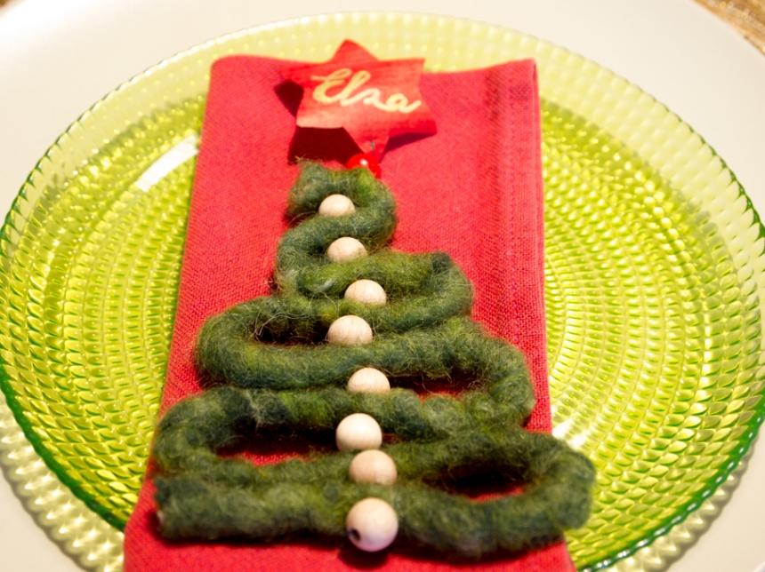 Segna posto ad alberella di Natale in lana cotta