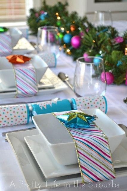 Natale_Colourful-Christmas-Table-Setting-15A-Pretty-Life