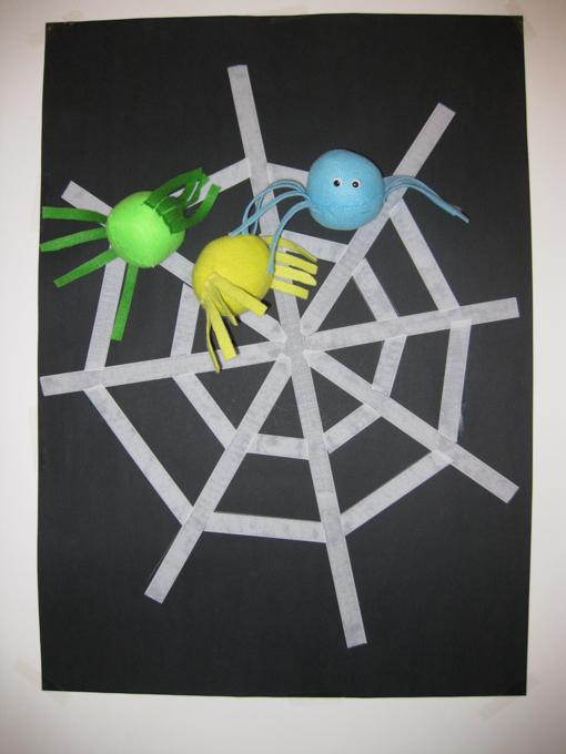 Tiro a segno a forma di ragnatela di velcro con ragnetti