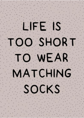 Frase: Life is too short to wear matching socks