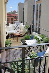 Mini balcone con angolo pranzo e angolo relax