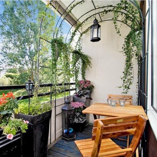 Arredare il balcone con le piante sfruttando la verticalità