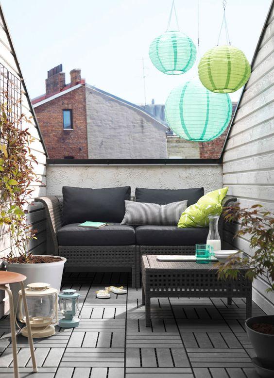 Micro balcone arredato da Ikea