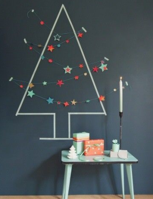 albero con washi tape e decorazioni applicate