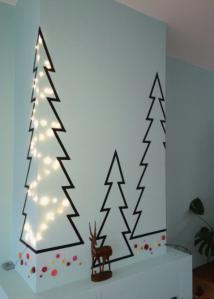 Albero fatto con washi tape su parete ad angolo