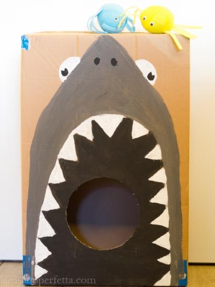 Dai da mangiare allo squalo