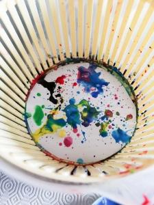 Fogli e colori nella centrifuga per insalata