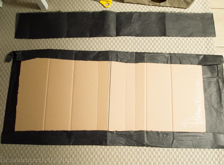 Fase di creazione della mistery box a forma di libro: scatola aperta e rivestita con carta di riso nera